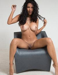 porn pics pornstar lesbian kissing